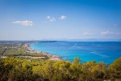 Paesaggio urbano dell'orizzonte della riva dell'isola di Formentera fotografia stock libera da diritti