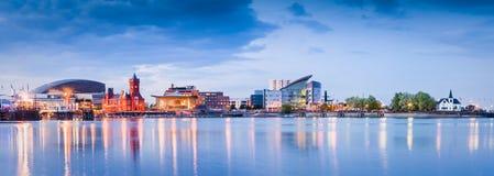 Paesaggio urbano della baia di Cardiff immagini stock libere da diritti