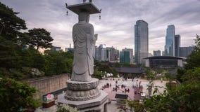 Paesaggio urbano della Corea al tempio di Bongeunsa nel distretto di Gangnam di Seoul, Corea archivi video
