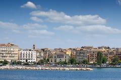 Paesaggio urbano delle costruzioni della città di Corfù vecchio Fotografie Stock Libere da Diritti