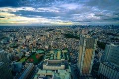 Paesaggio urbano denso di Tokyo durante il tramonto Fotografia Stock Libera da Diritti