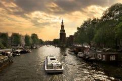Paesaggio urbano di Amsterdam alla sera immagini stock