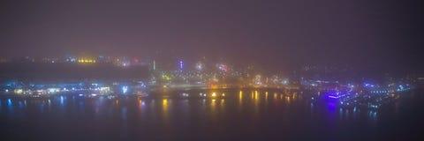 Paesaggio urbano di Amsterdam e bella vista mistica dalla cima alla notte nebbiosa Fotografie Stock Libere da Diritti