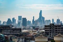 Paesaggio urbano di Angkok, centro di affari con alta costruzione Fotografie Stock Libere da Diritti