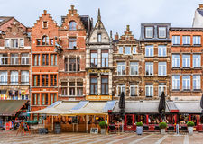 Paesaggio urbano di Anversa con le case con mattoni a vista tradizionali Immagine Stock