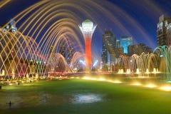 Paesaggio urbano di Astana Fontane variopinte immagini stock libere da diritti