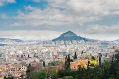Paesaggio urbano di Atene con la collina di Lycabettus Fotografia Stock Libera da Diritti