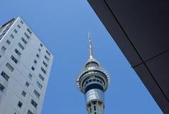 Paesaggio urbano di Auckland - torre del cielo Immagine Stock Libera da Diritti