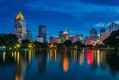 Paesaggio urbano di Bangkok alla notte Fotografie Stock Libere da Diritti