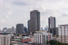 Paesaggio urbano di Bangkok, distretto aziendale con alta costruzione Fotografia Stock Libera da Diritti