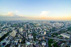 Paesaggio urbano di Bangkok, distretto aziendale con alta costruzione al giorno del sole, Bangkok Fotografie Stock