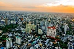 Paesaggio urbano di Bangkok, distretto aziendale con alta costruzione al giorno del sole, Bangkok Fotografia Stock