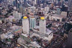 Paesaggio urbano di Bangkok, distretto aziendale con l'alta costruzione al crepuscolo Immagine Stock Libera da Diritti