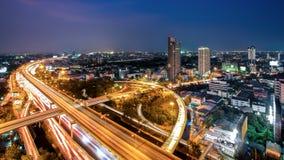 Paesaggio urbano di Bangkok a penombra, superstrada di Bangkok Fotografie Stock Libere da Diritti
