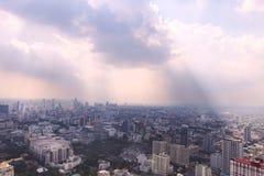 Paesaggio urbano di Bangkok Vista della città dalla costruzione più alta dentro Fotografia Stock Libera da Diritti
