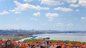 Paesaggio urbano di Belgrado sul Danubio Immagini Stock Libere da Diritti