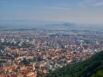 Paesaggio urbano di Brasov, Romania, come visto dalla montagna di Tampa Fotografia Stock Libera da Diritti