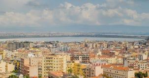 Paesaggio urbano di Cagliari, Italia, vista superiore, timelapse video d archivio