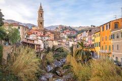 Paesaggio urbano di Dolcedo in alpi ligure, Italia Fotografia Stock