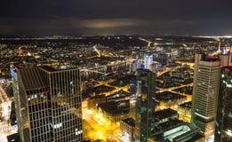Paesaggio urbano di Francoforte sul Meno Germania alla notte Immagine Stock