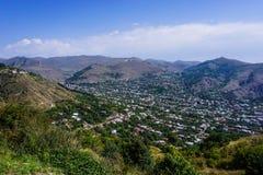Paesaggio urbano di Goris da una montagna immagine stock