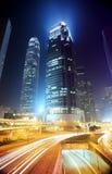 Paesaggio urbano di Hong Kong alla notte. immagine stock