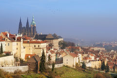 Paesaggio urbano di Hradcany con la cattedrale della st Vitus, vecchia Praga Fotografie Stock Libere da Diritti