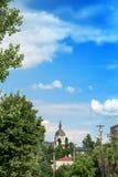 Paesaggio urbano di Leopoli e chiesa cristiana dell'ascensione di signore fotografia stock