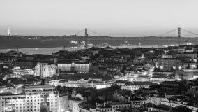 Paesaggio urbano di Lisbona, Portogallo, al tramonto fotografia stock