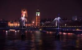 Paesaggio urbano di Londra alla notte fotografie stock libere da diritti