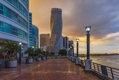 Paesaggio urbano di lungomare di Guayaquil, Ecuador fotografie stock
