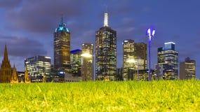 Paesaggio urbano di Melbourne alla notte Fotografia Stock
