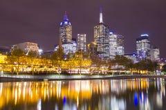 Paesaggio urbano di Melbourne alla notte Fotografie Stock