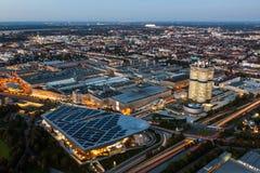 Paesaggio urbano di Monaco di Baviera al crepuscolo immagini stock libere da diritti