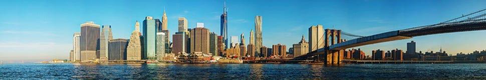 Paesaggio urbano di New York con il ponte di Brooklyn fotografie stock