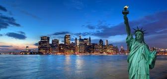 Paesaggio urbano di New York e statua della libertà, U.S.A. Fotografia Stock