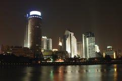Paesaggio urbano di Ningbo entro la notte immagini stock