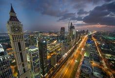 Paesaggio urbano di notte del Dubai, Emirati Arabi Uniti Immagini Stock Libere da Diritti