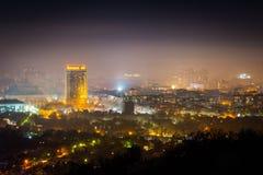 Paesaggio urbano di notte della città di Almaty, il Kazakistan Notte di inverno sopra Th Fotografia Stock Libera da Diritti