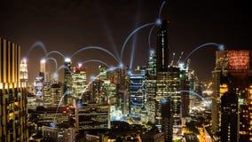 Paesaggio urbano di notte di conection di affari della rete di Singapore Immagine Stock Libera da Diritti