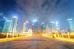 Paesaggio urbano di notte di Schang-Hai Fotografia Stock Libera da Diritti