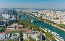 Paesaggio urbano di Parigi come visto dal secondo livello di torre Eiffel fotografia stock