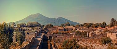 Paesaggio urbano di Pompei con il Mt Vesuvio al tramonto Immagini Stock Libere da Diritti