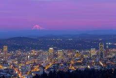 Paesaggio urbano di Portland Oregon al crepuscolo Immagini Stock