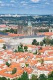 Paesaggio urbano di Praga con la cattedrale di Vitus Immagine Stock