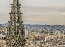 Paesaggio urbano di Quito e San Juan Basilica Fotografia Stock Libera da Diritti