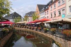Paesaggio urbano di Saarburg con la suoi vecchi parte della città e Leuk storici Ri immagini stock