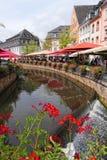 Paesaggio urbano di Saarburg con la suoi vecchi parte della città e Leuk storici Ri immagini stock libere da diritti