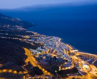 Paesaggio urbano di Santa Cruz (La Palma, Spagna) alla notte Fotografia Stock Libera da Diritti