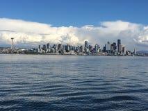 Paesaggio urbano di Seattle dal porto Fotografia Stock